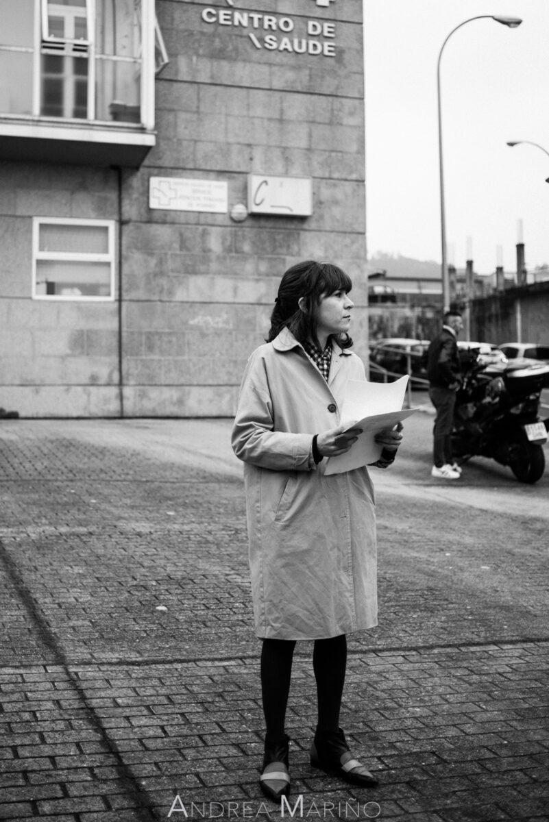 Una actriz con el guión en las manos