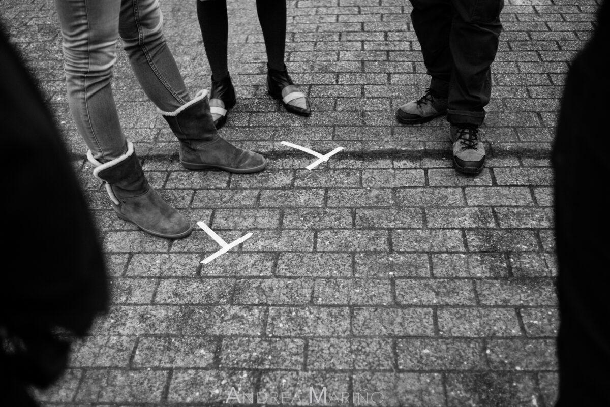 Marcas de posición de las actrices en el suelo