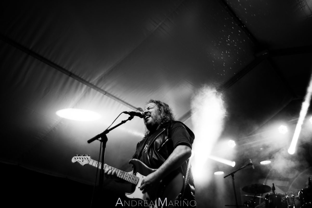 Cantante y guitarrista del grupo entre gotas de lluvia