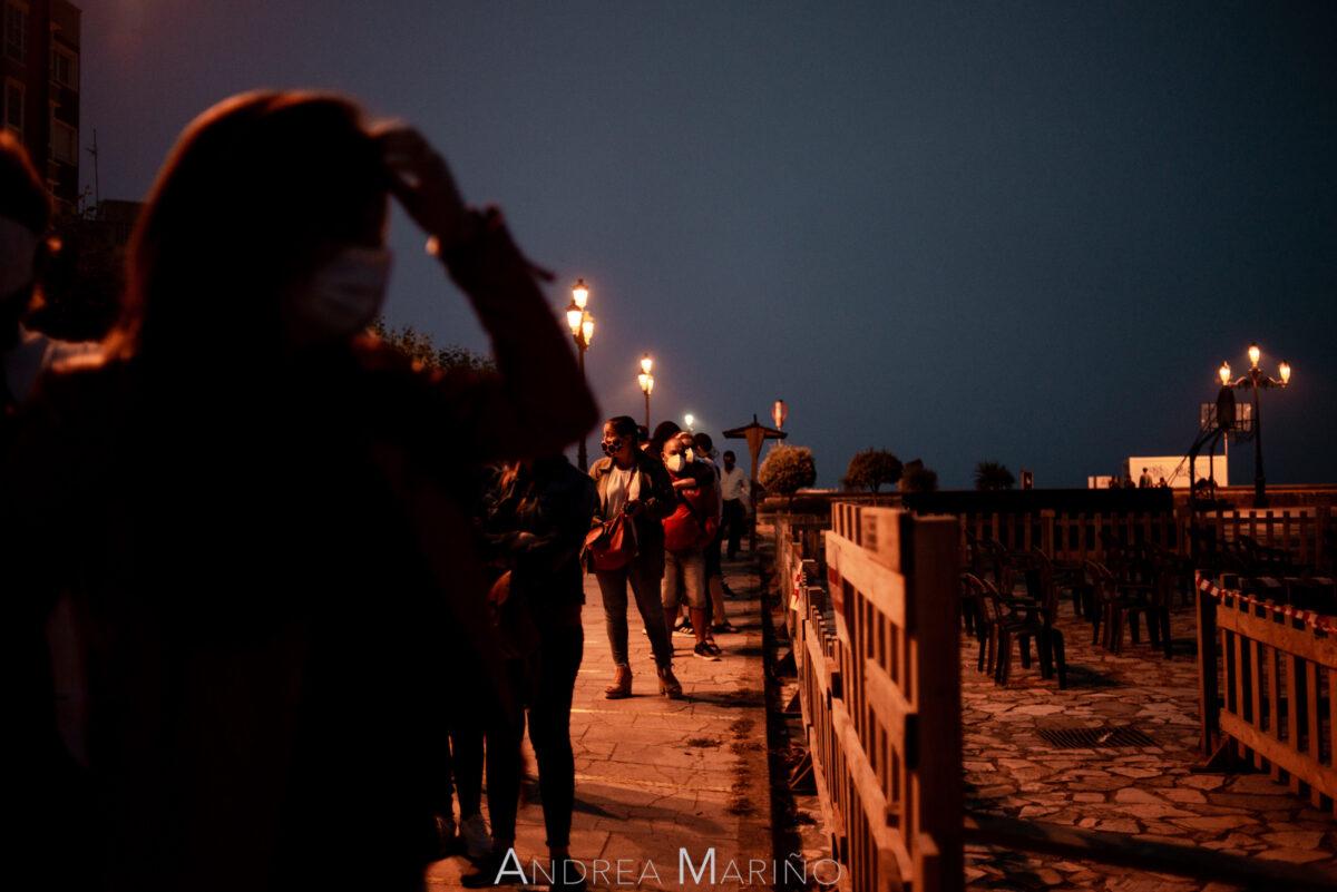 Cola de entrada para un concierto en el Baiverán
