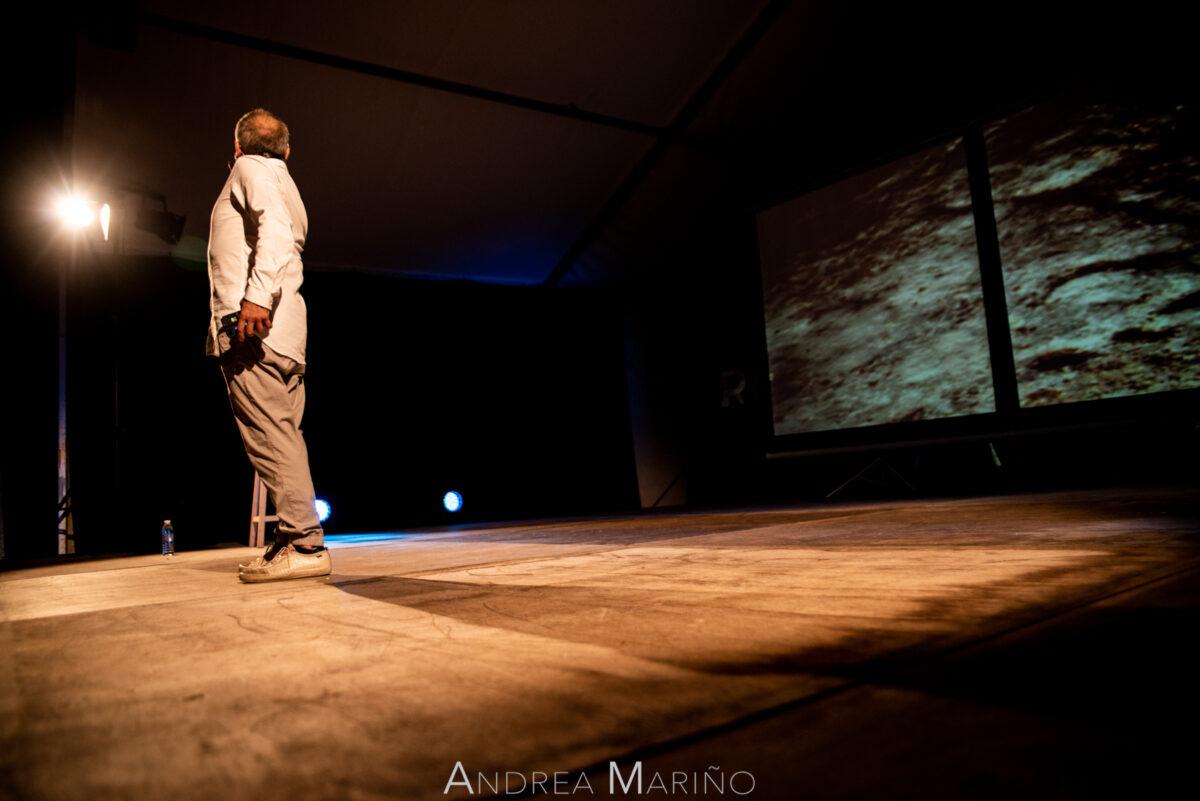 Sombra en el escenario de Avelino González