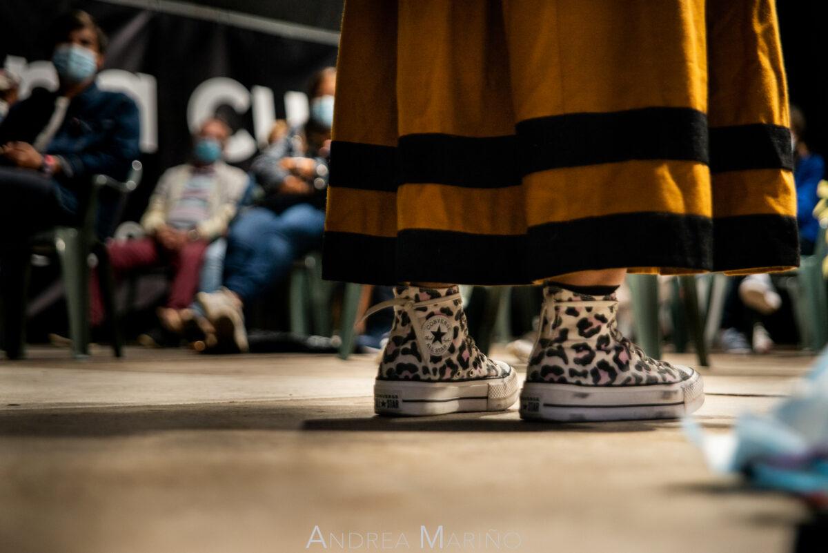 Zapatos converse y falda de Stephy Llaryora